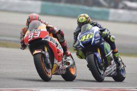 MotoGP Malaysia. Repsol Honda's Marc Marquez clashes with Rossi. Yuasa