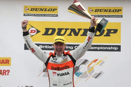 Halfods Yuasa Racing, Matt Neal, Gordon Shedden, Silverstone 2016