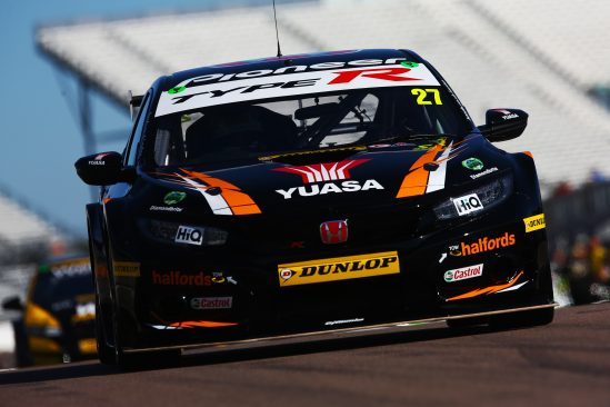 Halfords Yuasa Racing duo battle hard on tough Rockingham weekend